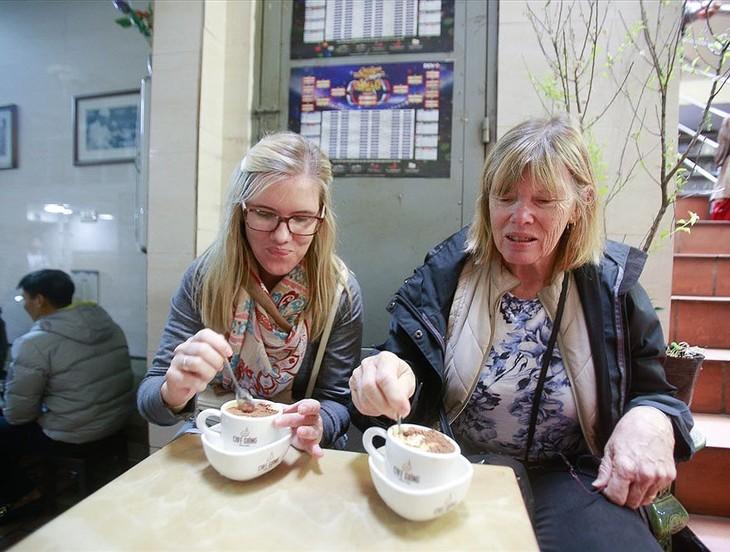 Iktisar surat pendengar dan perkenalan tentang kopi telur Giang di Kota Hanoi - ảnh 2