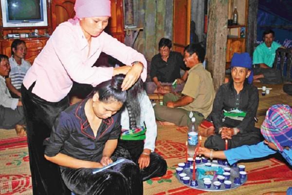 """""""Tang cau""""- Ritual  khusus dalam pernikahan dari kaum perempuan etnis minoritas Thai hitam di daerah  Tay Bac - ảnh 1"""