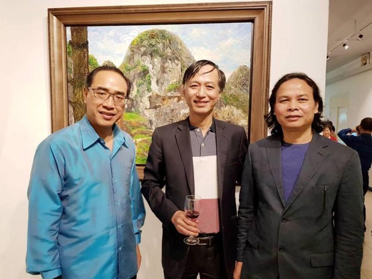 """Pameran gambar """"Panas di bawah rimbunan pohon-Citra Vietnam melalui sudut pandang dari pelukis Thailand - ảnh 1"""