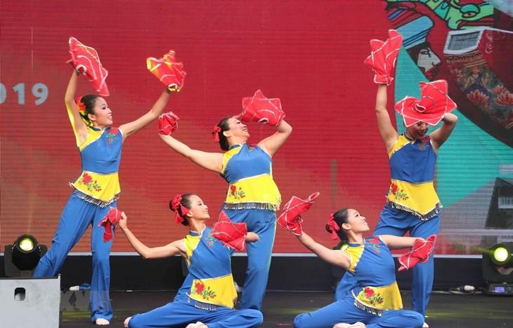 Festival Singapura di Kota Hanoi : Kesempatan untuk mengalami kebudayaan yang khas dari Negara Kepulauan Singapura - ảnh 1