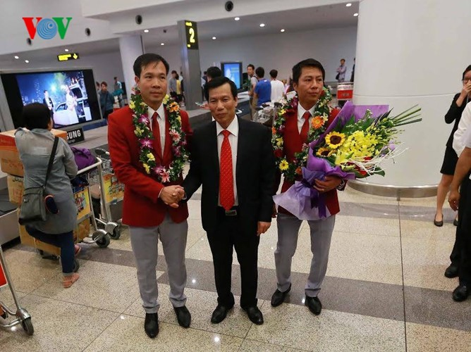 Vietnam team with historic gold medal welcomed home  - ảnh 2