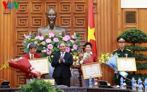Prime Minister confers Labor Order, first class, to Olympic gold medalist Hoang Xuan Vinh - ảnh 1