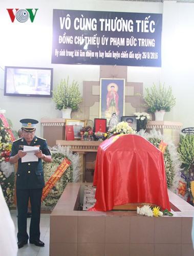 Pilot Pham Duc Trung bestowed Order of National Defense, first class - ảnh 1