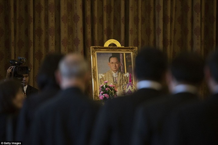 Thailand opens Royal Palace for mourners  - ảnh 1