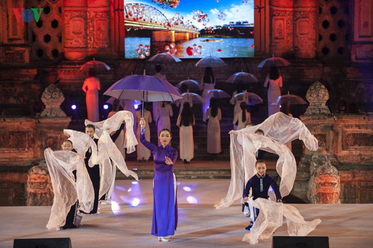 Hanoi Ao Dai Festival 2016 conveys traditional values  - ảnh 2