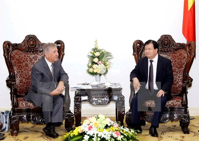 Deputy Prime Minister receives EU High Commissioner for Environment  - ảnh 1