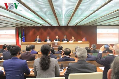 President Tran Dai Quang attends Vietnam-Italy Business Forum  - ảnh 1