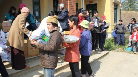 Ensuring a happy Tet for poor people in the central region  - ảnh 1