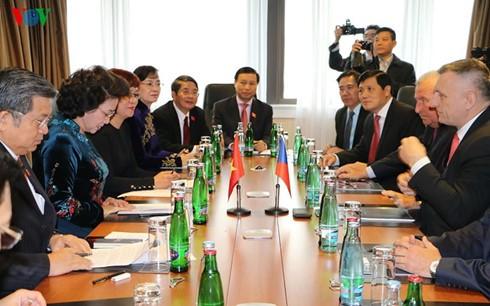 National Assembly Chairwoman receives Czech industry representatives - ảnh 1