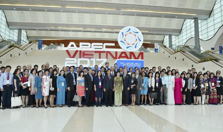 SOM2 APEC discussed urbanization, human resource quality - ảnh 1