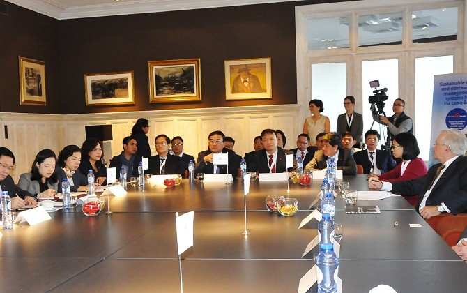 Deputy Prime Minister visits Rent-A-Port group's head office in Belgium - ảnh 1