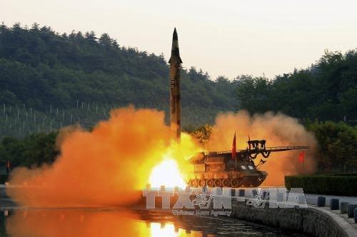 North Korea pressured by new sanctions  - ảnh 1