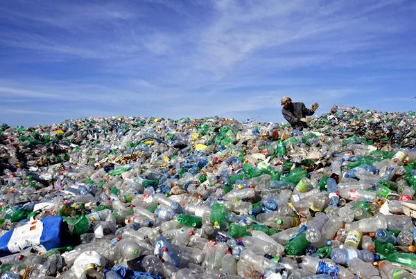 Countries work to reduce plastic waste - ảnh 1