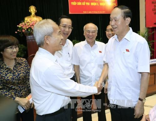President meets voters in Ho Chi Minh city - ảnh 1