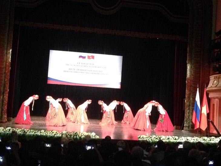 Poplar tree dance typifies Russian soul  - ảnh 1
