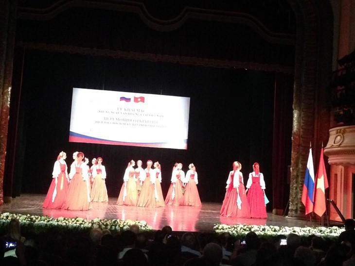 Poplar tree dance typifies Russian soul  - ảnh 2