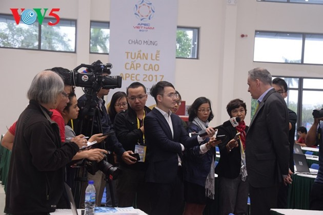 Foreign reporters praise Vietnam's APEC hosting   - ảnh 1