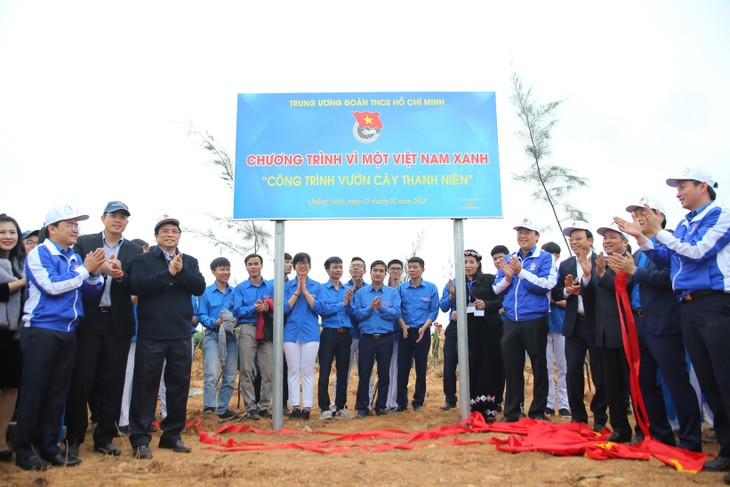Vietnam Airlines, Youth Union jointly plant 11,000 trees in Quang Ninh - ảnh 2