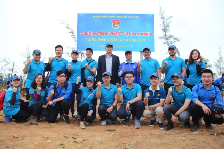 Vietnam Airlines, Youth Union jointly plant 11,000 trees in Quang Ninh - ảnh 4