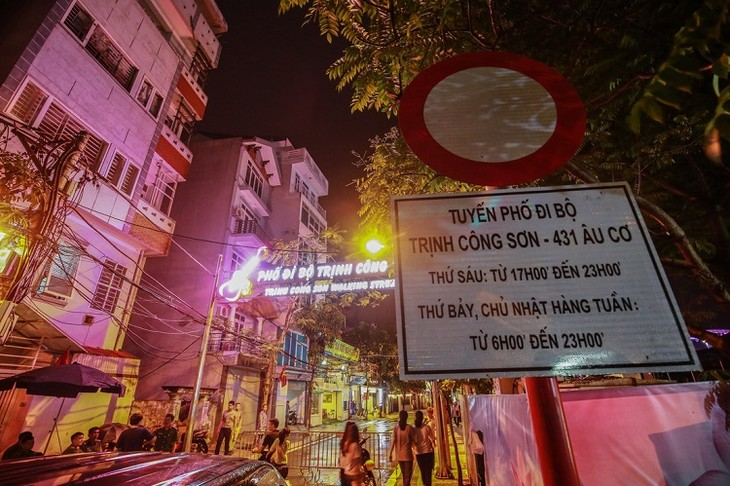 Hanoi opens Trinh Cong Son walking street  - ảnh 1