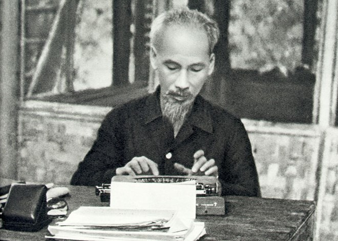 Following Ho Chi Minh's example achieves positive results  - ảnh 1