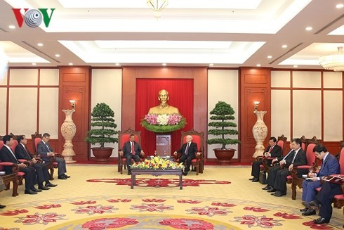 Vietnam pledges to boost special ties with Laos  - ảnh 1