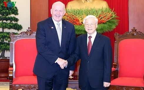 Vietnamese top leaders meet with Governor-General of Australia - ảnh 1