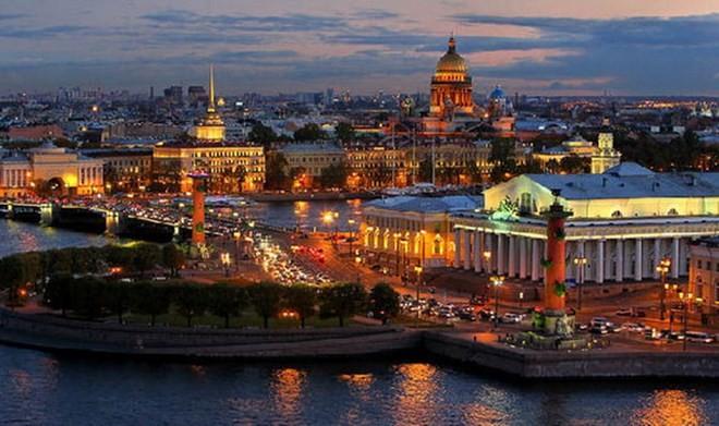 Vietnam attends International Economic Forum in Russia  - ảnh 1