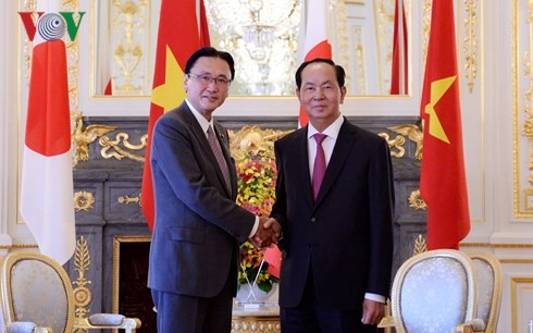 President receives Secretary General of Japan's Liberal Democratic Party  - ảnh 1