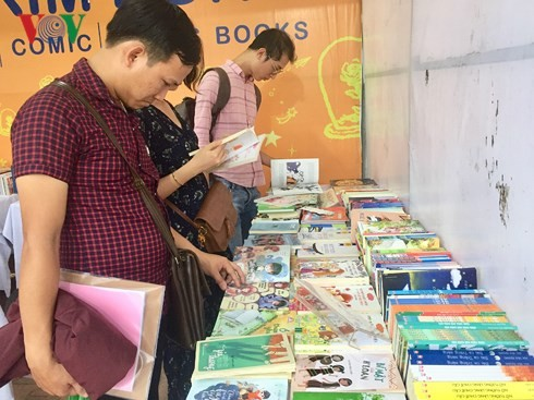 Da Nang opens 2nd book market session  - ảnh 1