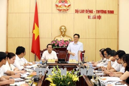 Deputy PM inspects implementation of grassroots democracy  - ảnh 1