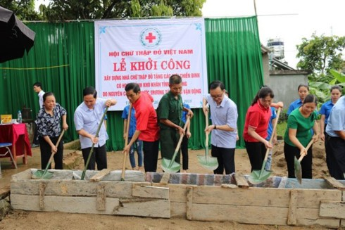 Red Cross volunteers work for community  - ảnh 1