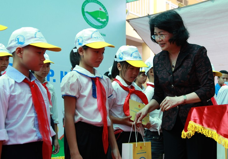 21,000 USD donated to disadvantaged children in Hanoi - ảnh 1