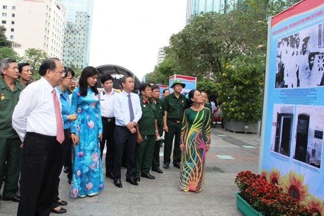 Photo exhibition marks 130th birth anniversary of President Ton Duc Thang  - ảnh 1