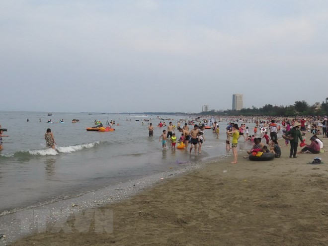 Phan Thiet, Vung Tau draw tourists on National Day - ảnh 1