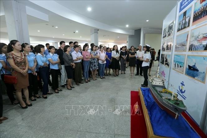 "Exhibition on ""Sea, Islands and Navy Soldiers""  - ảnh 1"