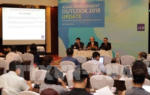 Vietnam's robust economic growth despite challenges: ADB - ảnh 1