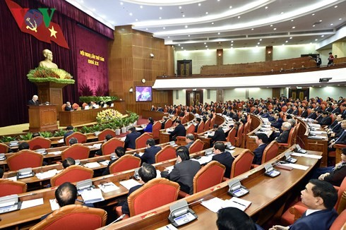 Party Central Committee's 8th session enters 4th day - ảnh 1