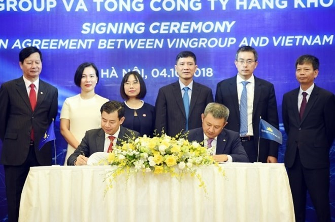 Vietnam Airlines, Vingroup cooperate in combined aviation, tourism products - ảnh 1