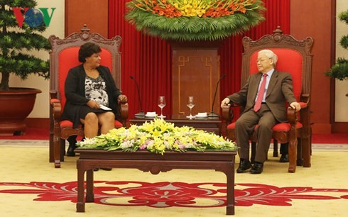 Party leader reiterates Vietnam's willingness to share reform experience with Cuba - ảnh 1