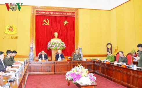 Party leader and President urges public security forces to refine organizational structure  - ảnh 1