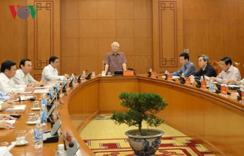 Party leader and President chairs meeting of subcommittee on documents of 13th National Party Congress  - ảnh 1