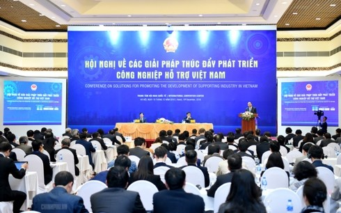 Supporting industry must meet 70% of production, consumption needs by 2030: PM - ảnh 2
