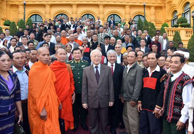 Ethnic elders contribute to border security, national defense: Party chief and President  - ảnh 1