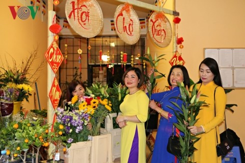 Overseas Vietnamese welcome in Year of the Pig  - ảnh 1