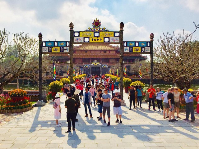 Crowds of foreigners visit central Vietnam during Lunar New Year holidays - ảnh 1