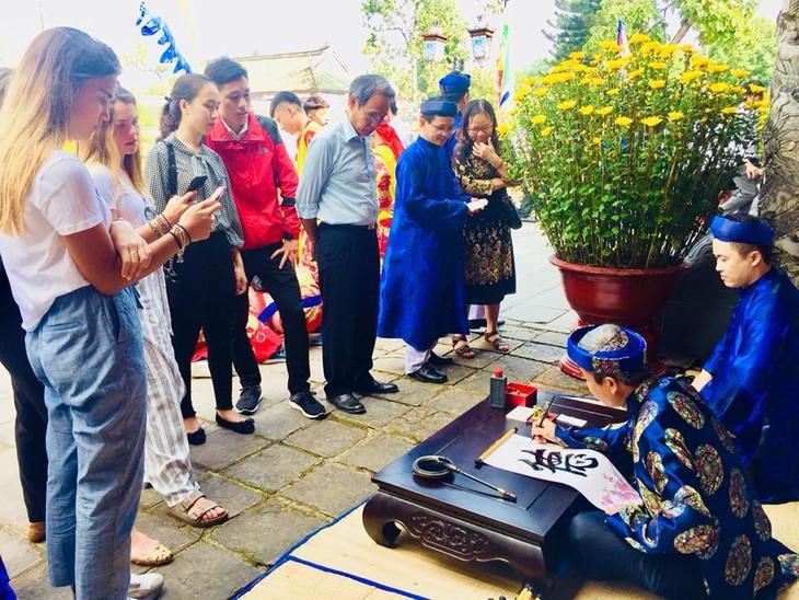 Spring arrival welcomed all over Vietnam - ảnh 1