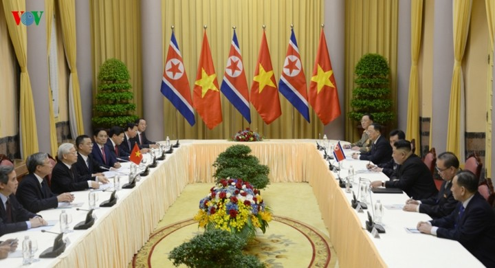Party, State leader welcomes DPRK Chairman in Hanoi - ảnh 2