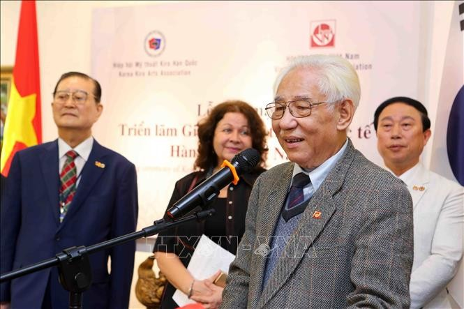 Vietnam, South Korea open first international fine arts exhibition - ảnh 1
