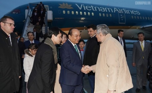 Prime Minister begins official visit to Romania - ảnh 1